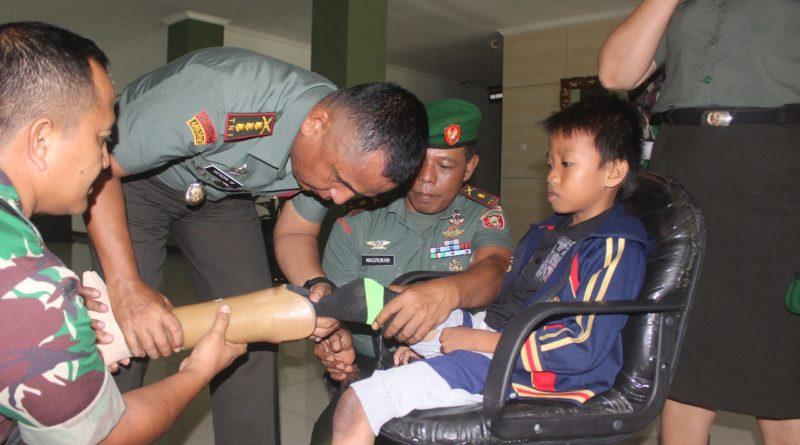 Disabilitas dari Balikpapan mendapat bantuan kaki palsu dari Panglima TNI