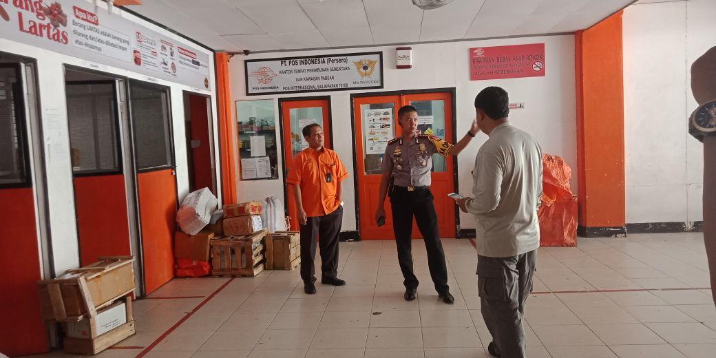 Kapolres Balikpapan AKBP Wiwin Firta YAP, SIK Bersama Staf  Tinjau Logistik Pemilukada Kaltim di KPUD