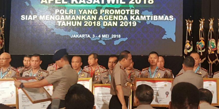 """Kapolres Balikpapan  AKBP Wiwin Firta, YAP, SIK, Menerima Penghargaan  """" Wilayah Bebas Korupsi (WBK) dan Wilayah Birokrasi Bersih dan Melayani. """"Dari Kapolri"""