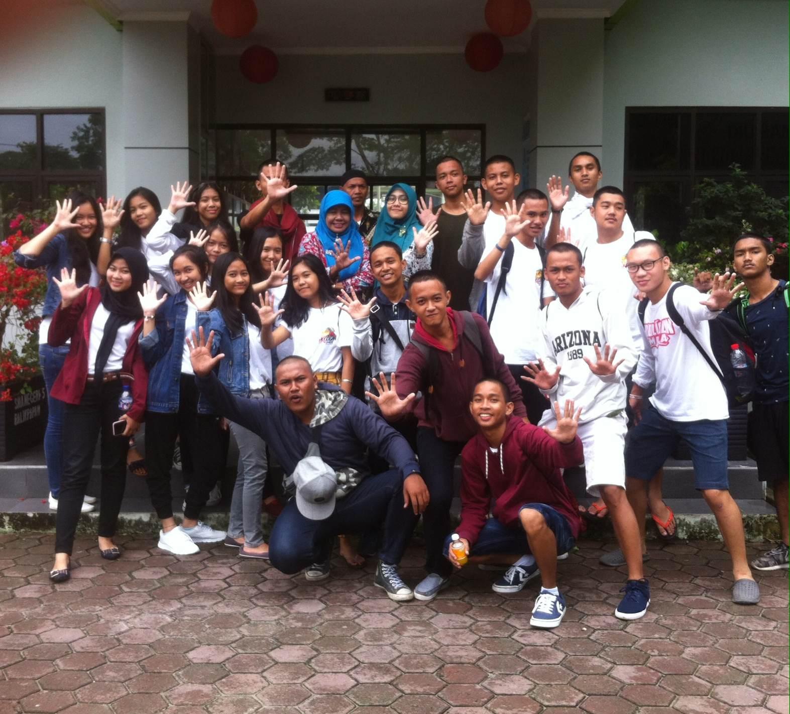 Tim Bola Basket & Dance SMA Neg. 5 Balikpapan, Mengikuti DBL ( Deteksi Basket Ball Ligue ) di Samarinda Dilepas Kepsek Dra. Ririen Friedayati