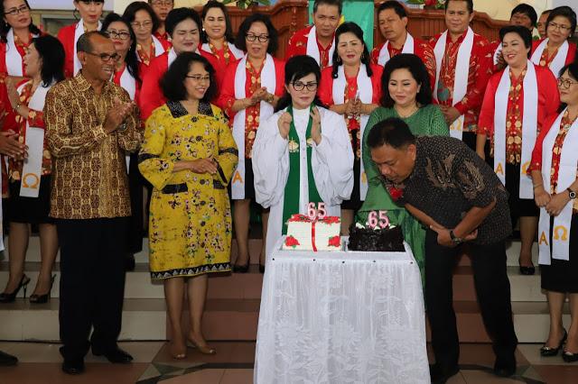 Hadiri HUT Ke 65 GMIM Petra Sario Tumpaan, Gubernur Sulut Ajak Jemaat Dengar Firman Tuhan Bukan Hoax