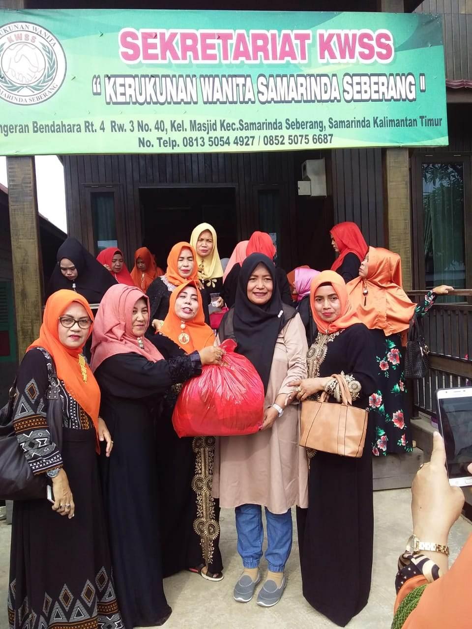 KWSS ( Kerukunan Wanita Samarinda Seberang ) Peduli Korban Gempa & Tsunami Palu Sulteng, Beri Bantuan Pengungsi Di Samarinda