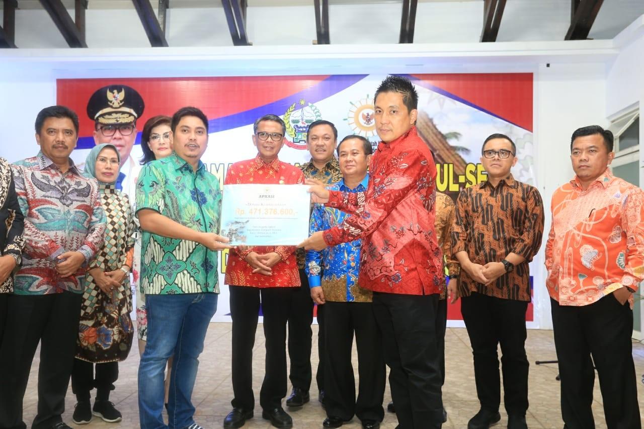 Gubernur Sulsel Nurdin Abdullah Serahkan Jabatan Sekjen APKASI ke Remigo Yolando Berutu