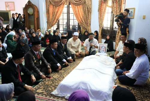 Gubernur Sulsel Nurdin Abdullah Dan Wakilnya Andi Sudirman Melayat ke Kediaman Alwi Hamu