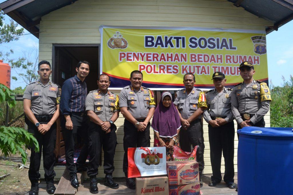 Program Unggulan Kapolres Kutim Polisi Peduli Bedah Rumah, Fitriani Senang Rumahnya Jadi Bagus
