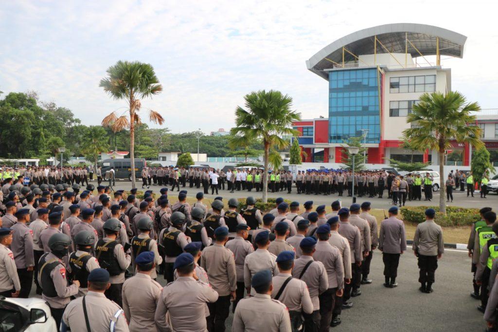 Ribuan Personel Polda Kaltim Amankan Kedatangan Calon Presiden No. 02 Prabowo Subianto di Balikpapan
