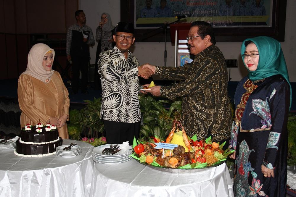 Bupati Tana Paser Sampaikan Terima Kasih & Penghargaan Atas Pengabdian AS Fathur Rahman