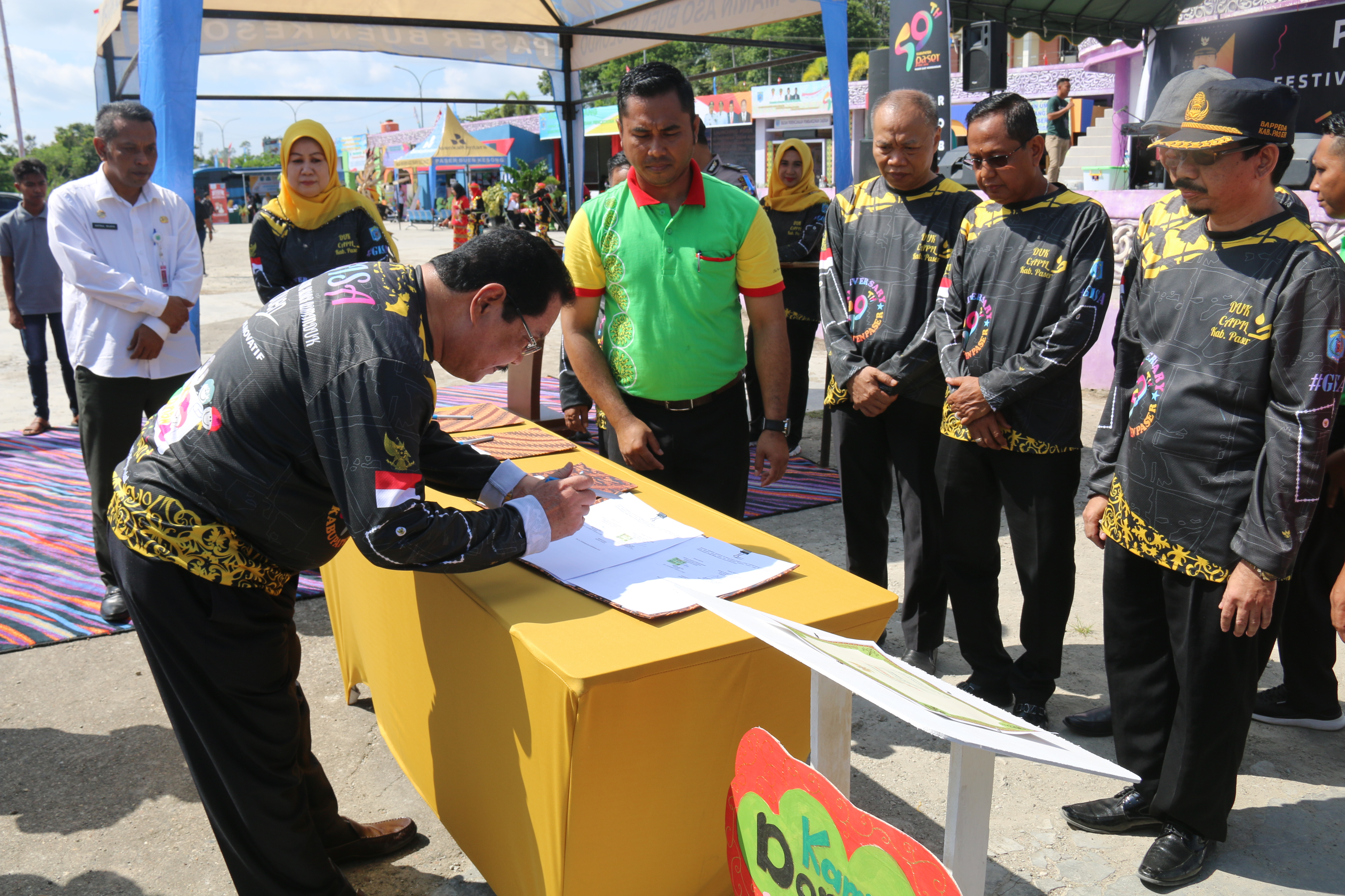 Bupati Tana Paser Drs. H. Yusriansyah Syarkawi Buka Pameran Pembangunan 2018