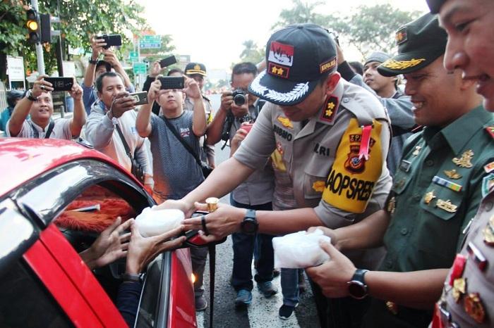 Ini Alasan Polres Ciamis Dan Komandan Kodim 0613 Bagi-bagi Takjil Gratis