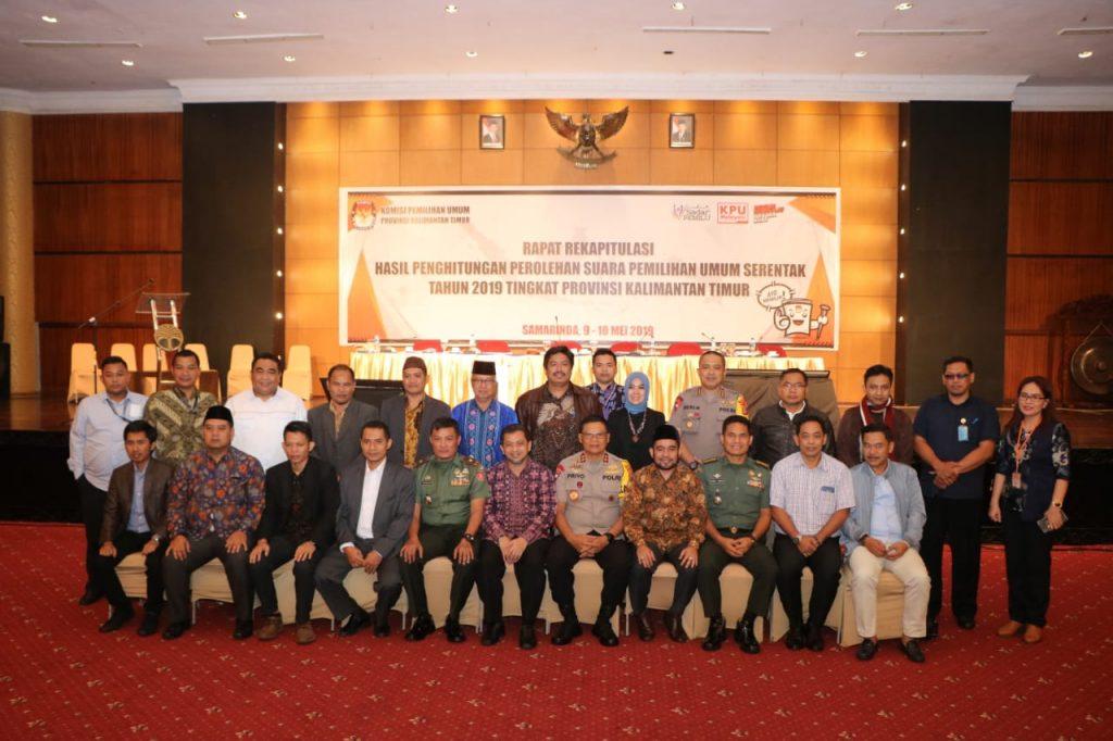Kawal Pleno Provinsi Hingga Usai, Kapolda Kalimantan Timur Irjen Pol. Drs. Priyo Widyanto, M.M Pastikan Situasi Aman