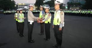 Dirlantas Polda Metro Jaya Kombes Pol. Yusuf, S.I.K., M.Si., Kembali Berikan Penghargaan Kepada Personel yang Berdedikasi Tinggi