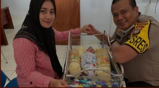 Panggilan Jiwa, Kapolres Gorontalo Putuskan Adopsi Bayi Yang Ditinggal di Teras