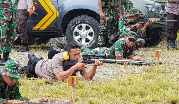 Tingkatkan Sinergitas, Polres Puncak Jaya Polda Papua Gandeng Kodim 1714/PJ Laksanakan Latihan Menembak