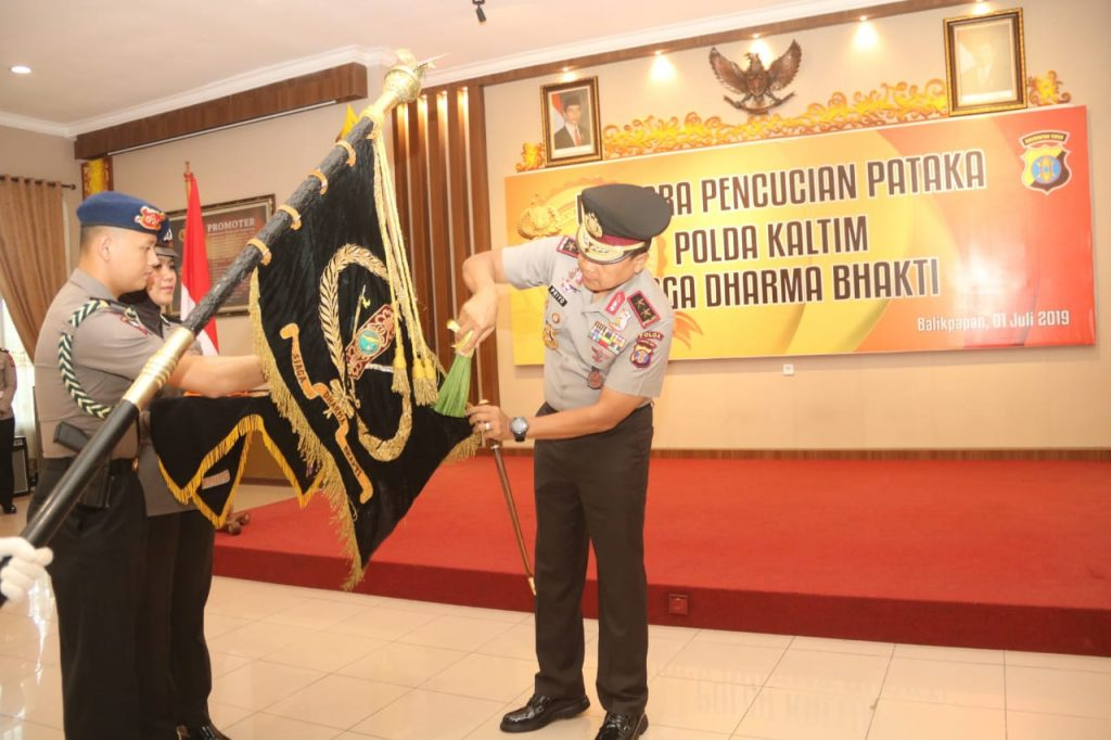 HUT Bhayangkara ke-73, Polda Kalimantan Timur (Kaltim) Gelar Upacara Pencucian Pataka