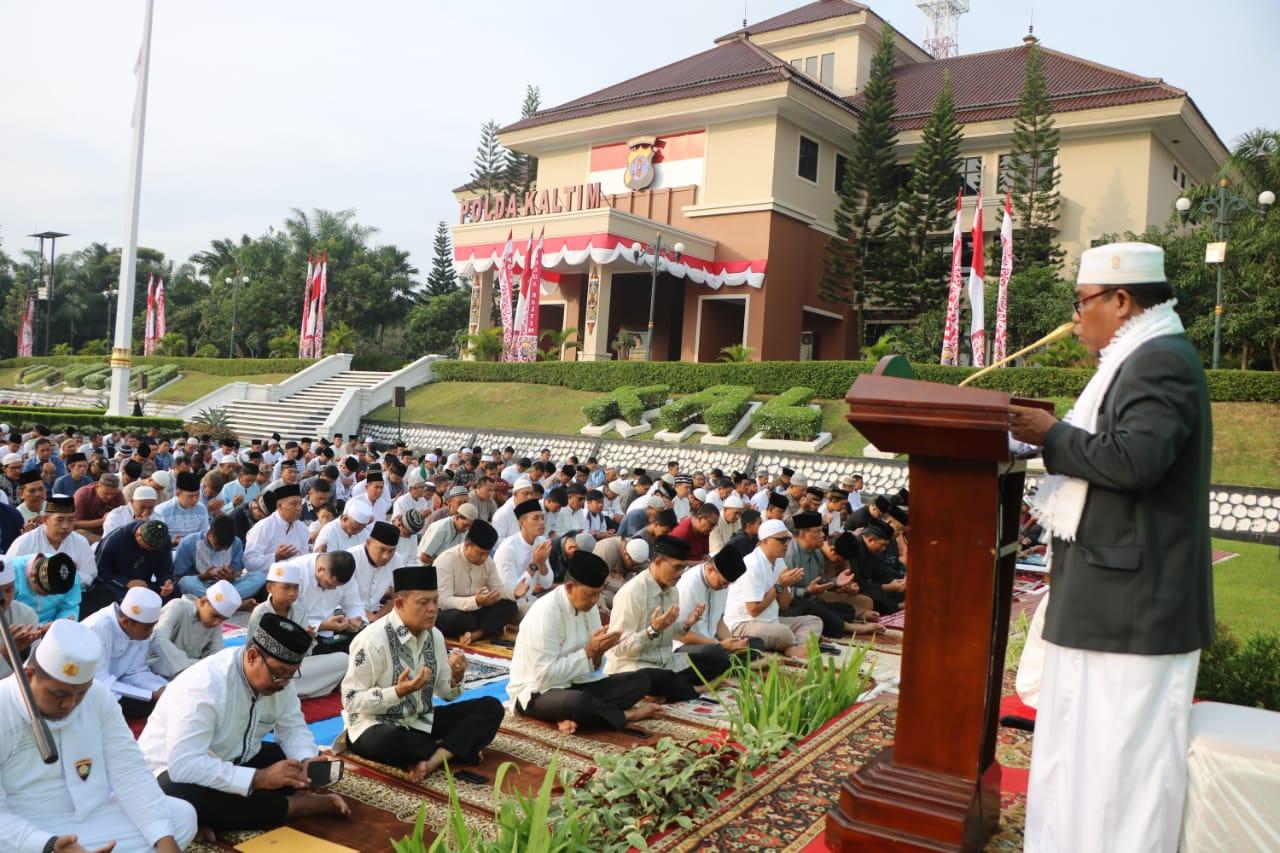 Idul Adha 1440 H, Kapolda Kalimantan Timur (Kaltim) Sholat Berjamaah Bersama Dengan Masyarakat