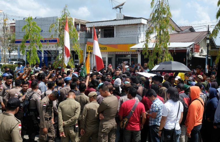 Aksi Demo Tolak RUU KUHP dan RUU KPK Didepan DPRD Kaltara Berjalan Damai