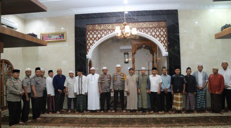 Kapolrestabes Medan Kombes Pol. Dr. Dadang Hartanto, S.H., SIK., MSi, Sholat Subuh Berjamaah Di Masjid Nurul Huda Medan