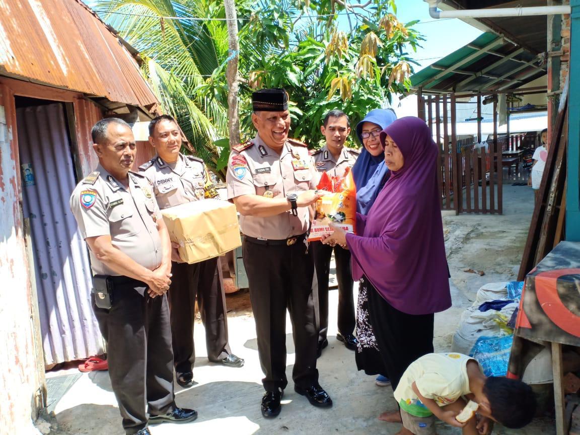 Jum'at Barokah, Dirbinmas Polda Kaltim Kombes Pol. Drs. Yudhi Faizal Hambali, M.H, Berikan Bantuan Sembako