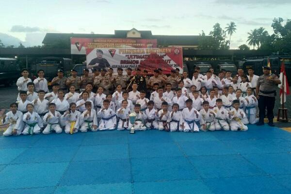 Dansat Brimob Polda Sulut Lepas Kontingen Karate Berlaga dalam Kajati Cup II