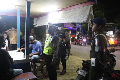 Patroli Gabungan, TNI-Polri di Kota Samarinda Bubarkan Kerumunan Warga Untuk Cegah Corona