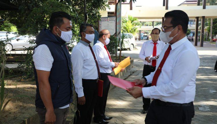 Raih Prestasi Dalam Kerja, Dirreskrimum Polda Gorontalo Berikan Reward Ke 3 Personel Reskrim