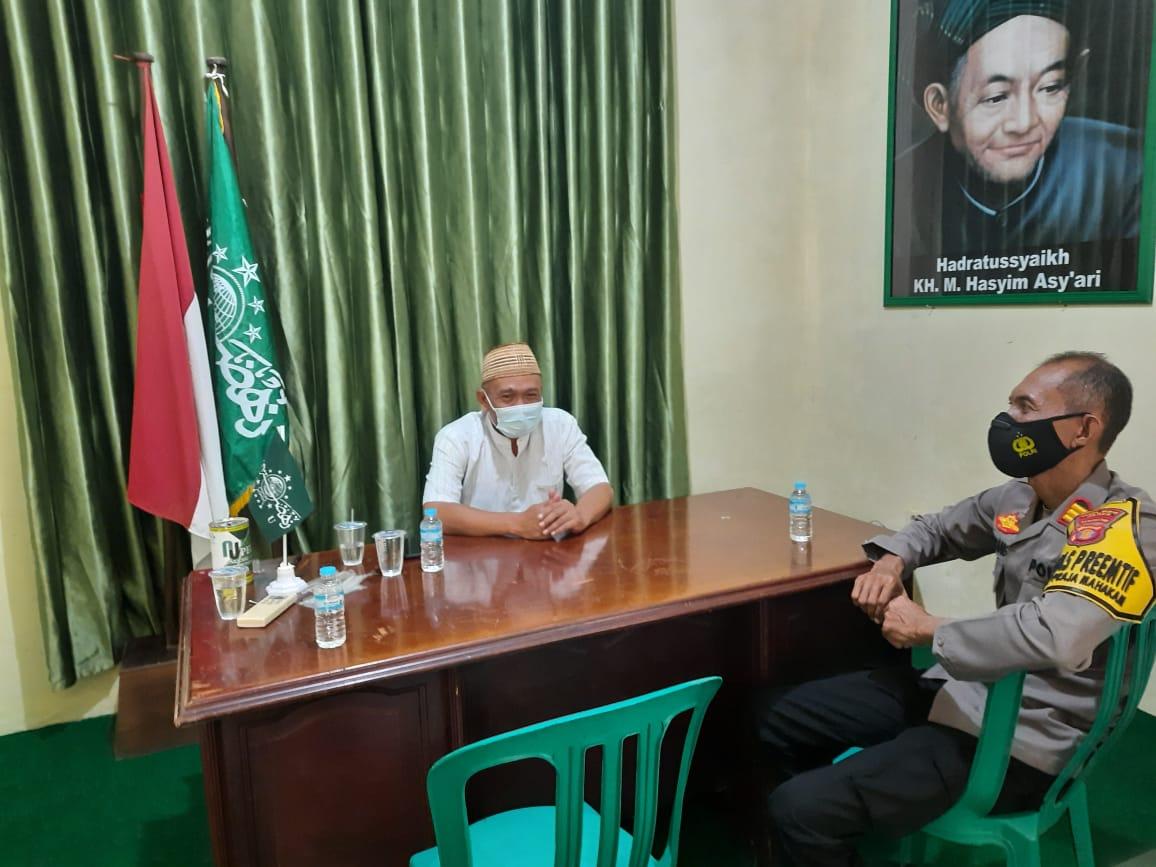 Dalam Rangka Sosialisasikan SKB 6 Menteri, Kasat Binmas Polres Paser Rangkul Tokoh Agama