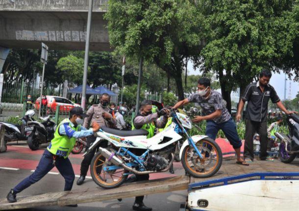Direktorat Lalu Lintas Polda Metro Jaya Razia Knalpot Bising di Monas & Sudirman