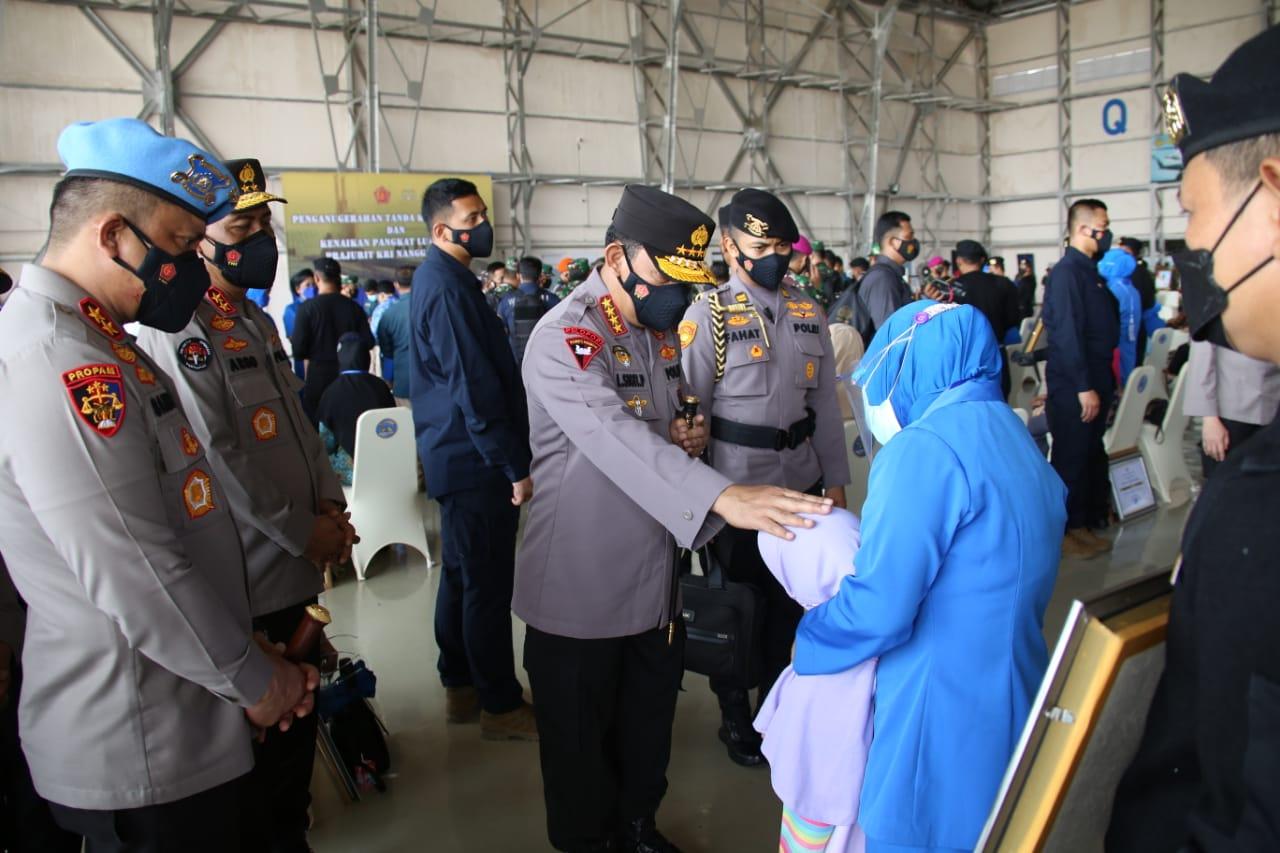 Kapolri Jendral Listyo Sigit Prabowo, Tawarkan Anak Prajurit Awak Nanggala 402 Jadi Polisi