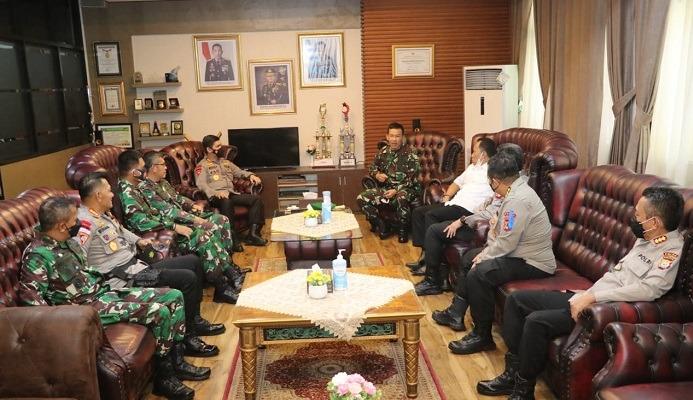 Kapolda Sulsel Sambut Kedatangan Pangdam XIV/Hasanuddin Bersama PJU