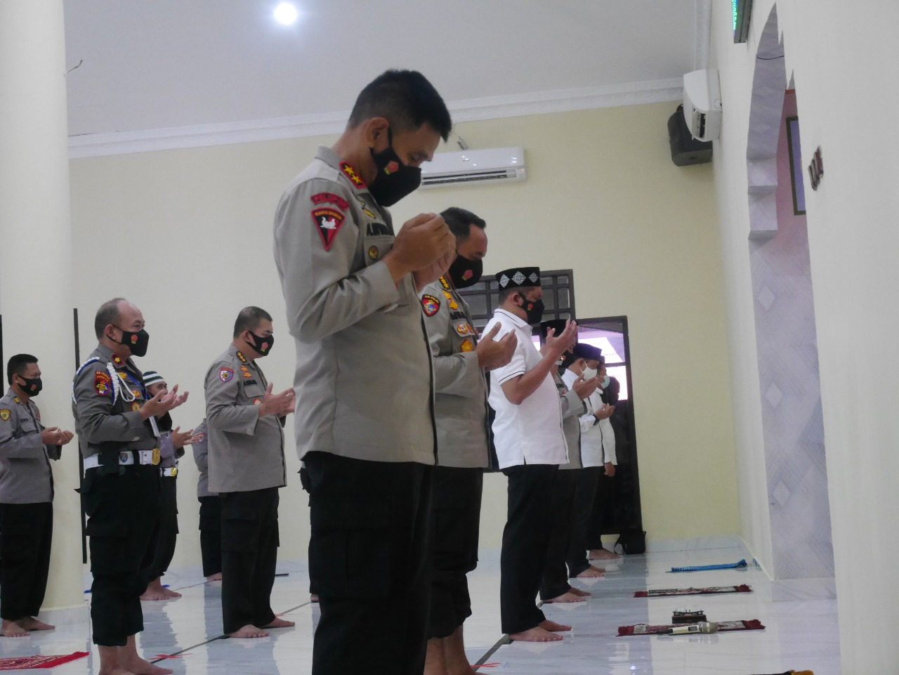 Sebagai Bentuk Empati, Personel Polda Gorontalo Shalat Ghaib Untuk Kru KRI Nanggala 402