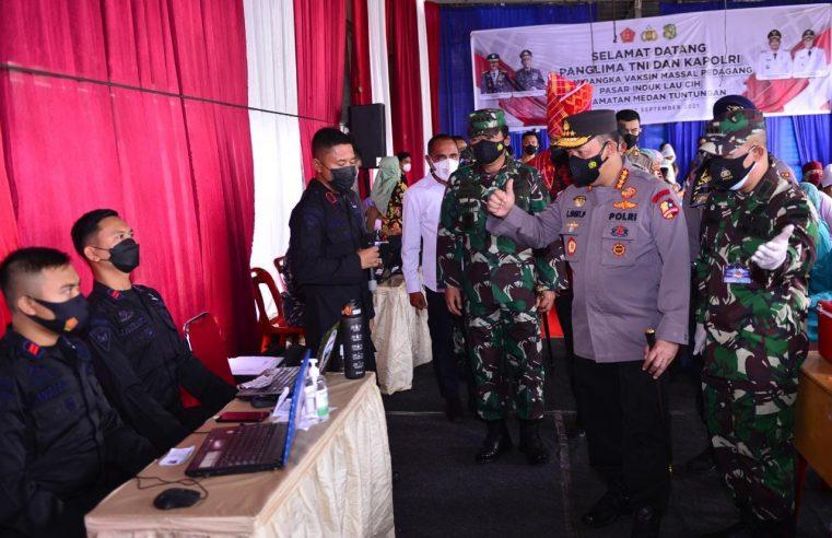 Tinjau Vaksinasi Serentak 31 Titik di Provinsi Sumut, Kapolri Pastikan Target Presiden Jokowi Tercapai