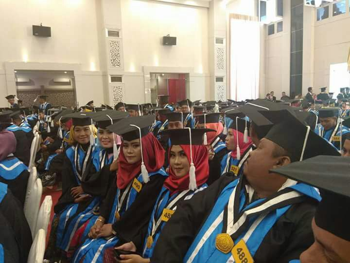 781 Wisudawan di Lepas Rektor Universitas Ichsan ( UNISAN ) Gorontalo Dr. Abd Gaffar  La Cokke, Msi, 11 Orang Cum laude