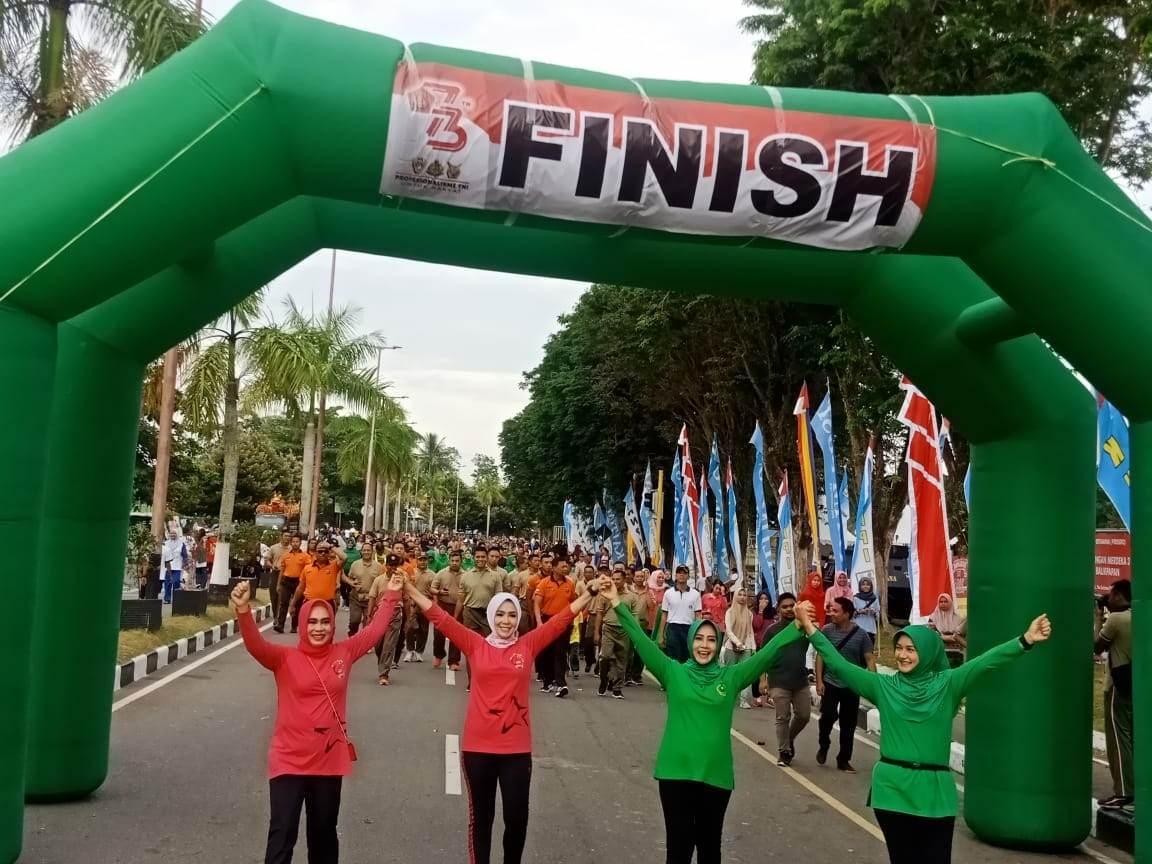 Kodam VI/Mulawarman Adakan Acara Jalan Sehat Dalam Rangka Memperingati HUT TNI Ke-73, Tahun 2018.