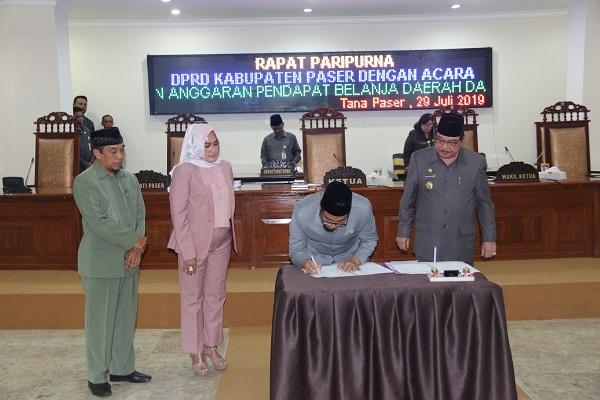 Bupati Paser Drs. H. Yusriansyah Syarkawi, Hadiri Paripurna Persetujuan KUA PPAS APBD P 2019