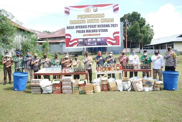 Polda Maluku Utara Musnahkan Ribuan Liter Miras Hasil Operasi Pekat Kieraha 2021