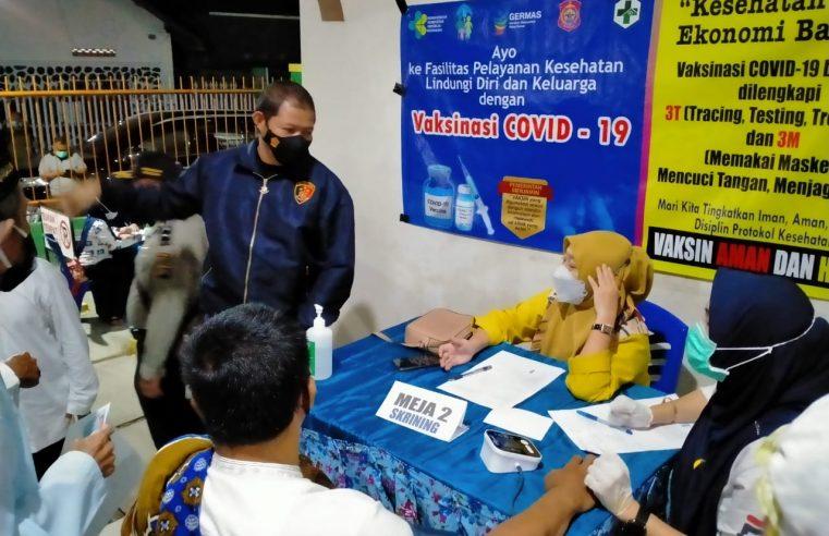 Polres Bone Bolango Jemput Bola Lakukan Vaksinasi ke Masyarakat Guna Cegah Penyebaran Virus Covid 19