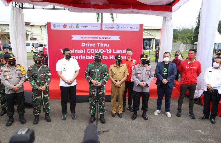 Kapolri & Panglima Berharap Vaksinasi Drive Thru di Medan Jadi Role Model Kota Lain