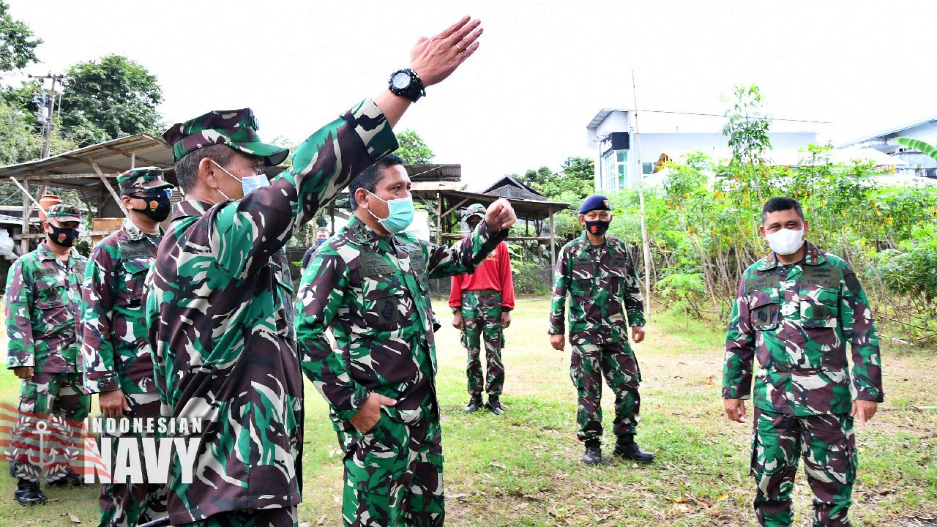 WAKASAL Laksamana Madya TNI Ahmadi Heri Purwono, S.E., M.M. TINJAU LOKASI LATIHAN SATDIK 2 TNI AL DI MAKASSAR