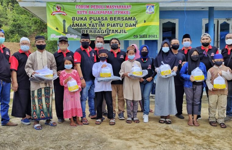 Suasana Bulan Suci Ramadhan 1442 H, Forum Peduli Masyarakat Kota Balikpapan (FPMKB) Balikpapan Selatan Bagi Takjil