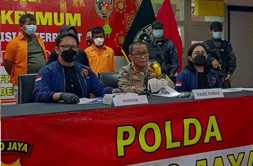 Polda Metro Jaya Amankan Dua Orang Pelaku Pencurian Dan Pemerkosaan