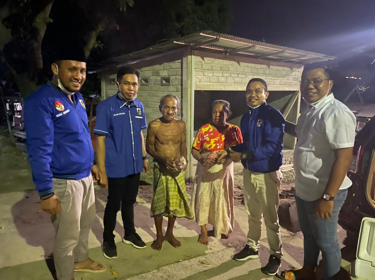 KNPI Sulawesi Tengah Bersama KNPI Kota Palu Berbagi Puluhan Paket Qurban