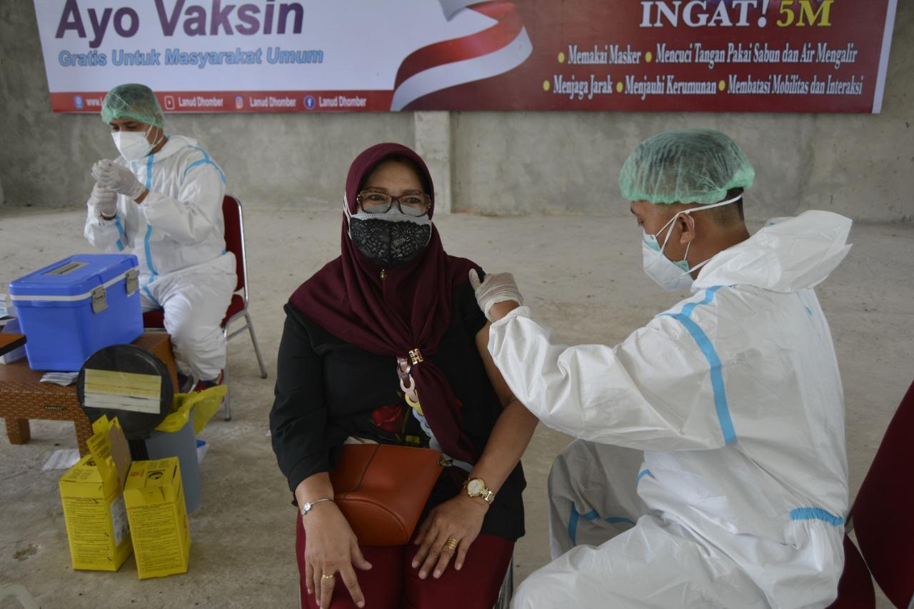 Lanud Dhomber Gelar Serbuan Vaksinasi Massal Dosis Kedua