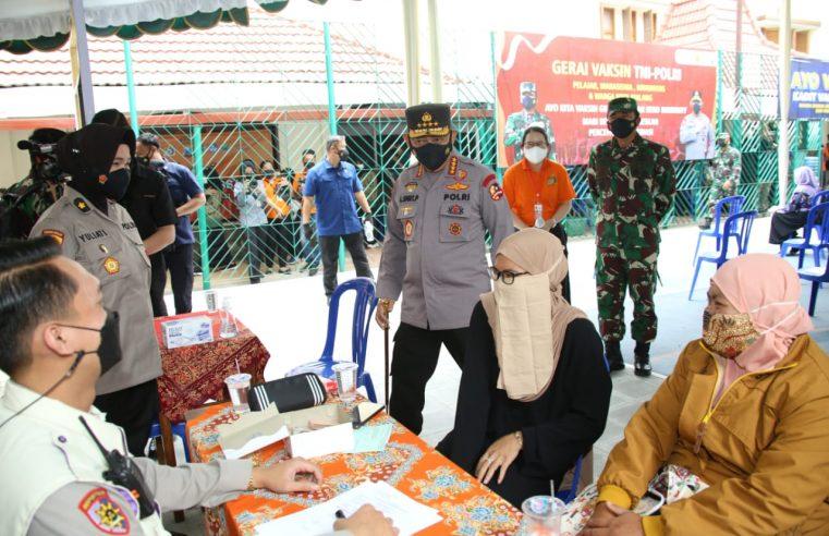 Tinjau Vaksinasi Serentak 114 Titik di Jatim, Kapolri Jendral Listyo Sigit P. Optimis Target 2 Juta Per Hari Tercapai